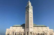 世界第二大清真寺是摩洛哥的地标。 靠近大海。 一个美丽而气派的地方。哈桑二世清真寺是卡萨布兰卡的最佳