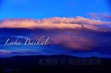 深邃的西伯利亚蓝眼睛,仿佛能看透内心—— 对湖泊的期待,在走过西藏阿里后,几乎已经停滞,直到邂逅贝加