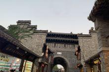 扬州慢生活,选择逛东关街没错! 东关街是扬州城里最具有代表性的一条历史老街。它东至古运河边,西至国庆