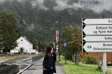 挪威峡湾车程真的十分长,强烈建议自驾。 在卑尔根不断淋雨的清晨让人记忆深刻[微风] 印象里整个挪威沿