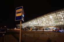 阿塞拜疆首都巴库的机场!比意料之中的要好太多了!另外,这里的公共交通太便宜了!去哪都两毛钱