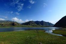 花湖  花湖位于四川若尔盖和甘肃郎木寺之间的213国道旁,是热尔大坝草原上的一个天然海子。热尔大坝是