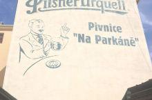 皮尔森啤酒相当知名,与捷克卡罗维利的贝赫罗夫卡、摩拉维亚区的白酒,并称捷克的3大名酒。馆内展示缩小后