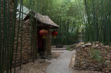 山东最美的古村之一,家家户户生活在竹林中,如世外桃源  我国南方和北方由于气候的差异,导致许多村子的