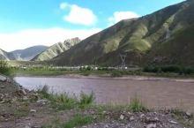 通天河,位于青海省的玉树藏族自治州境内,通天河流域属高寒气候区,因出自世界屋脊青藏高原,地势高峻而得