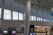 要从郑州新郑国际机场回家啦!结束国庆十一的旅行。新郑机场有两座航站楼(T1航站楼停用),总面积62万
