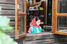 聚龙小镇惠趣艺术坊,位于安静的聚龙湖边的小木屋,一个复古文艺的网红打卡点~