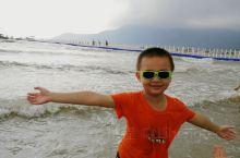 孩子们可是玩嗨了,大海,沙滩,永远是孩子们的乐园?