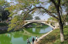 赵州桥是世界上现存年代最久远、跨度最大、保存最完整的单孔坦弧敞肩石拱桥,至今有1400多年历史,感叹