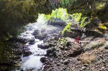 通灵大峡谷由通灵峡、念八峡及地下暗河、隧道贯通连接。峡谷、瀑布、暗河、溶洞、绝壁、奇石……这些散落的