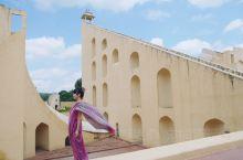 印度自然科学教育基地 印度天文台很神奇,这些大型石头垒出的造型都是天文仪器。这个最大的日晷误差只有0