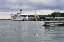 赫尔辛基是芬兰的首都和最大的港口城市,也是世界著名的大都市,多次被评为全球最宜居城市之一。 赫尔辛基