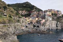 意大利 五渔村 是由五个小渔村组成的,五个渔村统称五渔村。 这个最小的村庄叫做马纳罗拉,也是五个渔村