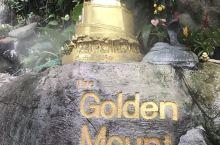 #曼谷最高的寺庙#金山寺 位于78米高的金山(拉玛三世时动工建造的人造假山)上。据说,山顶的金色塔内