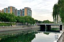 静静的护城河        没事闲逛二环的护城河,二岸垂柳依依轻拂,河水舒缓流淌,三二个垂钓的人,耐