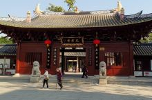 《光孝寺》位于越秀区-光孝路109号(近净慧路),门票费是5元,寺庙内环境很好,庄严又清静,在古树下