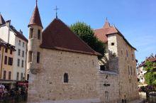 9月14日。离开美丽的瑞士。一个小时的车程就到离端士最近的法国城镇:安纳西。面对着阿尔卑斯山脉的步行
