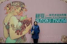 """【北京】国家大剧院穆夏特展  穆夏是谁?他是巴黎""""新艺术运动""""时期的弄潮儿,无论是剧院海报亦或商业广"""
