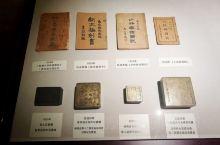 武汉博物馆就在汉口站下来走十多分钟就到了。是免费的,只要在门口领一张门票就可以了。虽然说里面大部分讲
