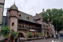 1537年,一个靠倒腾货币发了财的帽子商Ludwig Scherer,建造了这幢科尔马现今最精致的建