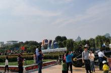 济南泉城广场,国庆花车正在展览,非常好看!