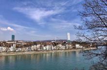 瑞士、德国、法国三国交界处的巴塞尔是仅次于苏黎世和日内瓦的瑞士第三大城市。 巴塞尔老城的市政府、教堂