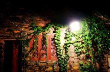 西津渡历史文化街区是位于江苏省镇江市城区西北部的一处行政区,该区北濒长江,南临云台山,西起玉山,中心