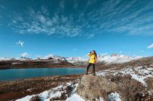 巴塘海子山姊妹湖是川藏线上一颗璀璨的明珠,两个高海拔湖紧紧的挨在一起,远处可见雪山! 姊妹湖当地人也