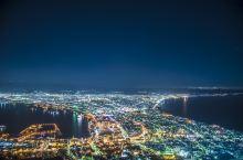 【白色北海道】函馆圣诞夜 函馆位于日本北海道南部,以欧洲风情的街道和璀璨的夜景而闻名。函馆港是日本最