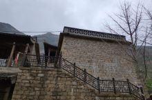 去到壶口瀑布入口的小镇,想法不错,还原旧时建筑,但是还没有发展的到位。有时间可以看看