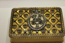 圣彼得堡法贝热博物馆(三):今天给大家看的除了复活蛋外,还有皇室用的香烟盒和眼镜盒。