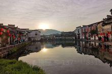 宏村,老妈说了多年一直想去的地方,秋高气爽就一家三口去走走。 【交通】上海高铁到黄山北站两个半小时到