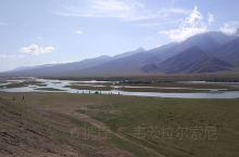 和静·巴音郭楞  新疆独库公路的中段,有高山牧场、开阔的草原、蜿蜒的河流和远处的雪山。