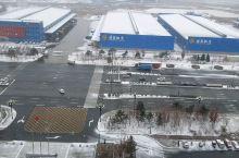 已经过了立冬,长春迎来一场小雪,昨晚夜里开始下雪,边下边化,外面的车风挡玻璃已开始结冰。路上有的地方