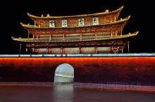 云南建水古城是个不大的小城市,从城东步行到城南二十分钟就走完了,古城的街道十分之窄小,汽车电动车在古