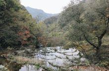 重渡沟 栾川·洛阳  洛阳比较出名的一个景区,景色还是很不错的,秋天的,小河流水也是别有一番风趣。听