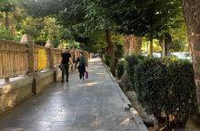 """伊朗有句名言""""伊斯法罕半天下"""",说的就是是这座城市过去的热闹繁华。有着2k年历史的伊斯法罕曾两度被定"""