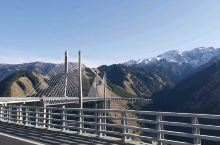 途径果子沟大桥,还是很不错的,据说还有一条路可以从下面角度拍,可惜没走成