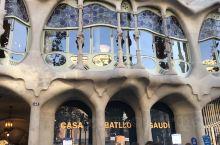 """巴特罗之家 高迪曾说:""""艺术必须出自于大自然,因为大自然已为人们创造出最独特美丽的造型。""""他认为大自"""