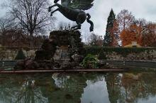 米拉贝尔宫及花园 1606年萨尔兹堡主教决定为自己的情人莎乐美建造这座宫殿。 有着许多人物形象的米拉