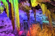 鸡冠洞·栾川  鸡冠洞景区位于河南洛阳栾川县城西3公里的小双堂沟内,属伏牛山系,海拔1021米,山势
