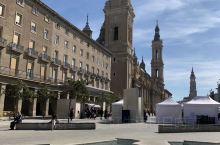 皮拉尔圣母教堂位于萨拉戈萨皮拉尔广场上,是萨拉戈萨的标志性建筑。         彩色的屋顶,精致的