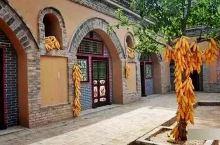 柏社村——中国地窑第一村  上山不见山,入村不见村。平地起炊烟,闻声不见人。近而察之,地下人往来。这