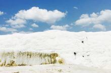 棉花堡位于土耳其代尼兹利(Denizli)市的北部,是远近闻名的温泉度假胜地,此地不仅有上千年的天然