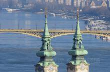 多瑙河之波 布达佩斯的冬季,白天很短,晚上很长,才下午四点,太阳就落山了。凭临佩斯岸边,望对岸的布达