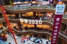 玖伍文化城是沈阳最大的新华书店…… 位于太原街核心区域,每天来此读书买书的人络绎不绝,各种文化文创产