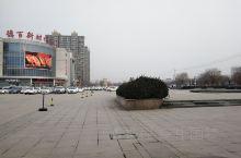 齐河德百休闲购物广场! 齐河德百休闲购物广场,商场百货齐全,物美价廉,质量可靠,真正是附近县市居民的