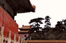 清朝皇帝一半埋在京城东边,一半埋在西边,老死不相往来。清西陵在河北易县,由雍正开始,到光绪结束,那个