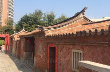 福建泉州五店市是闽南文化的最佳展示区。代表性的红砖建筑和彩色的屋檐汇聚于此,本地历史名人的宅第交错排
