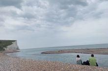 白崖(White Cliffs of Dover) 位于英国英吉利海峡比奇角,是一片长达5公里的白色
